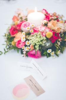 Couronne de fleurs autour d'une bougie ©StudioHuit