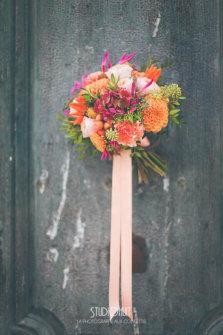 Bouquet de mariée coloré. ©StudioHuit
