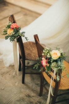 Les chaises des mariés. ©LifeStoriesWeddingPhotography